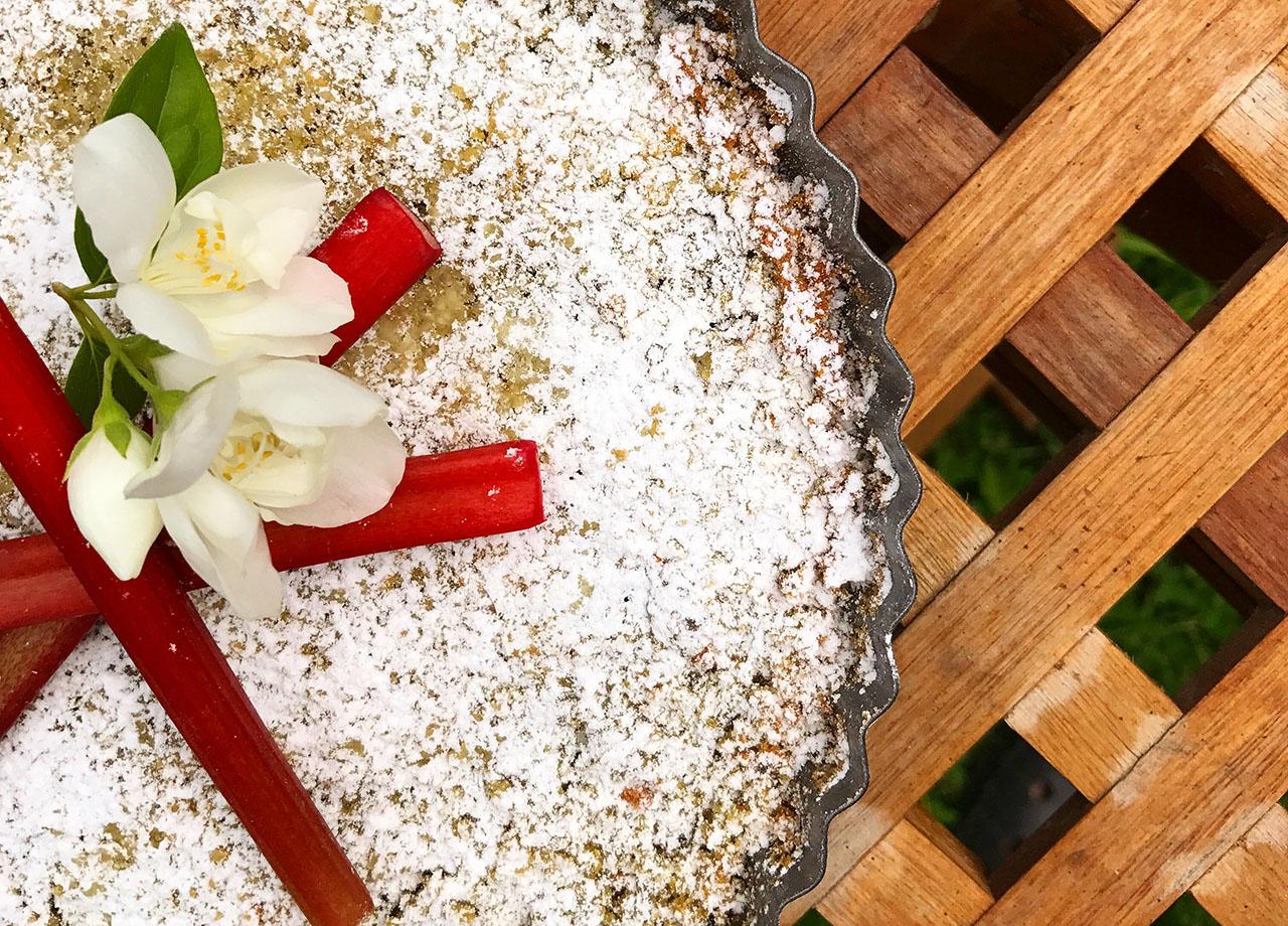 Pistagekaka med rabarber