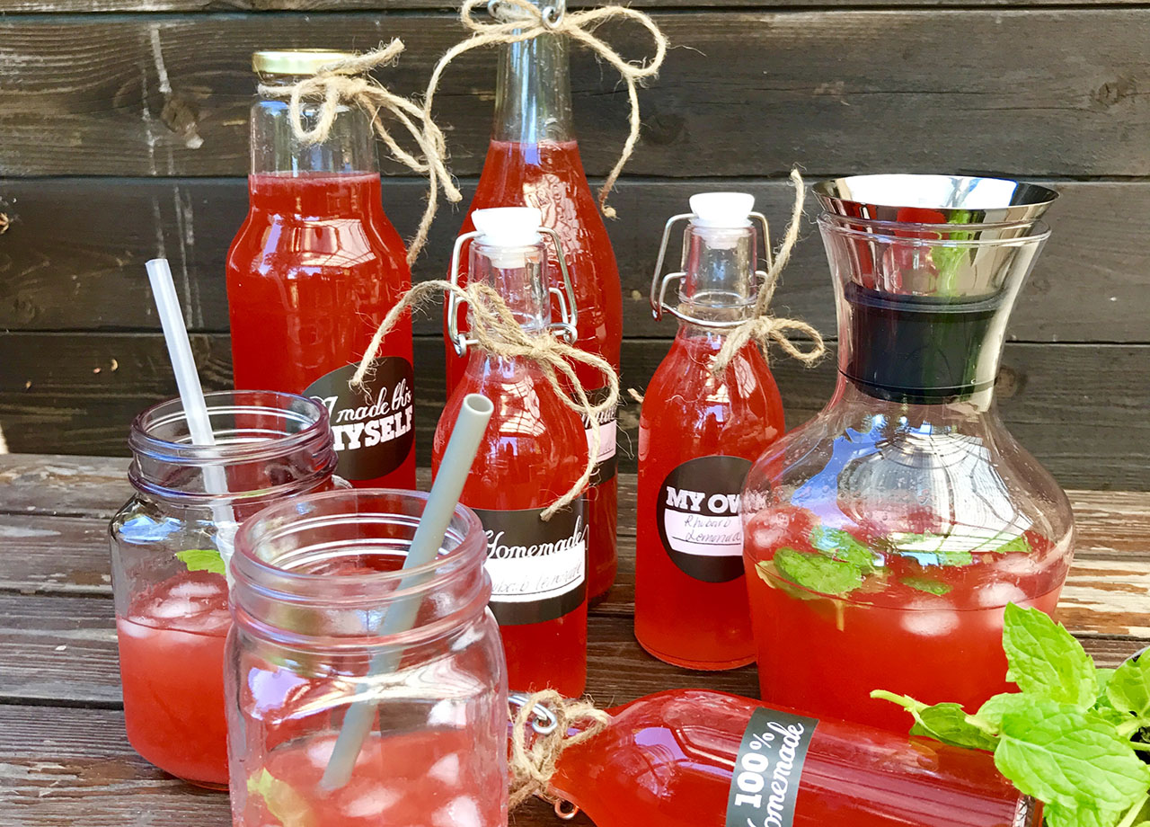Rabarber och jordgubbslemonad